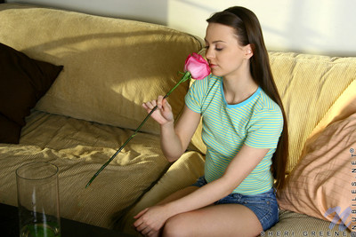 Sweaty adolescent sheri greene teases her g-point with rose petals