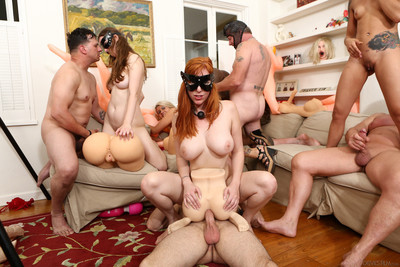 Layla price lauren phillips kimberly chi and jay taylor guzzle a