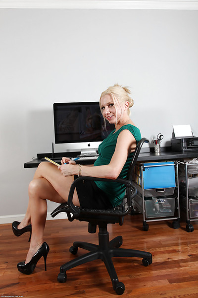 Melodious office worker Jessica Taylor strips in her personal room