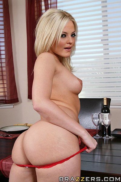 Bootylicious pornstar Alexis Texas makes a dinner and benefits from drilled hardcore