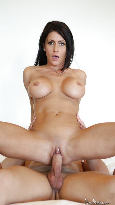 Jessica Jaymes is swallowing this sodden jock in deepthroat style