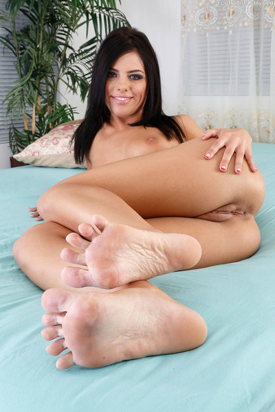 Adriana has a way-out rencounter with Evan Stone. That guy will do whatsoever to purchase that glamorous pedicure in his mouth. This chick accepts so clammy from the foot deed that this girl gives him some bawdy cleft right on the kitchen counter. That gu