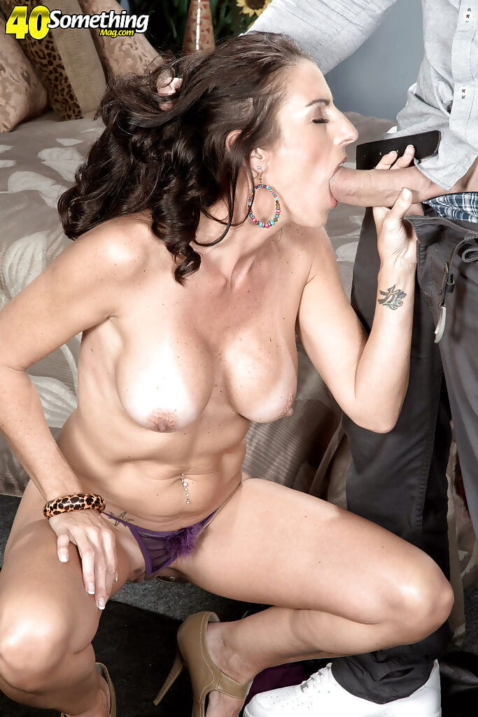 Curvy over 40 dark hair mamacita Katrina Obsession deepthroating during the time that giving bj