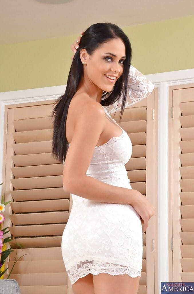 Complete brown hair star Jasmine is swelling and undressing her love-cage
