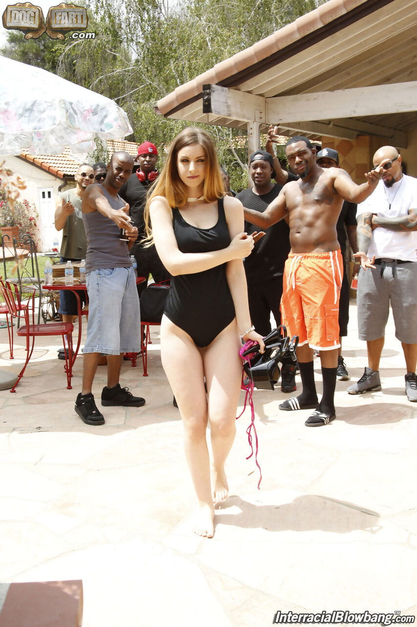 White prostitute Stella Cox gathers a group of ebony dick-holders for an outdoor bukakke fest