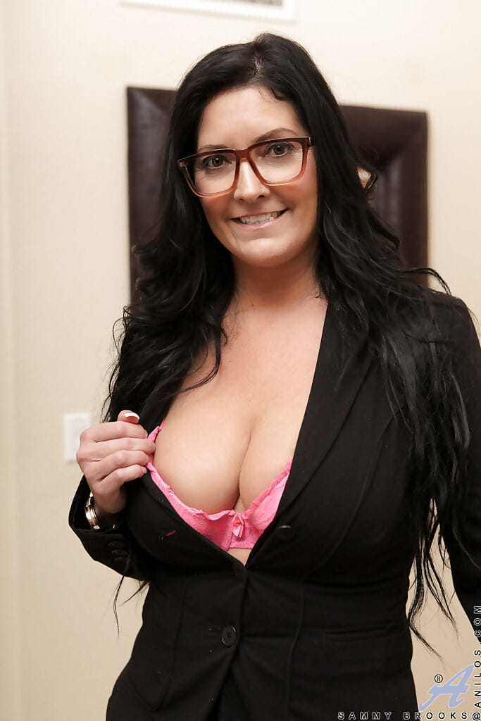 Sassy ready lady in glasses revealing her severe jugs and vibing her cunt