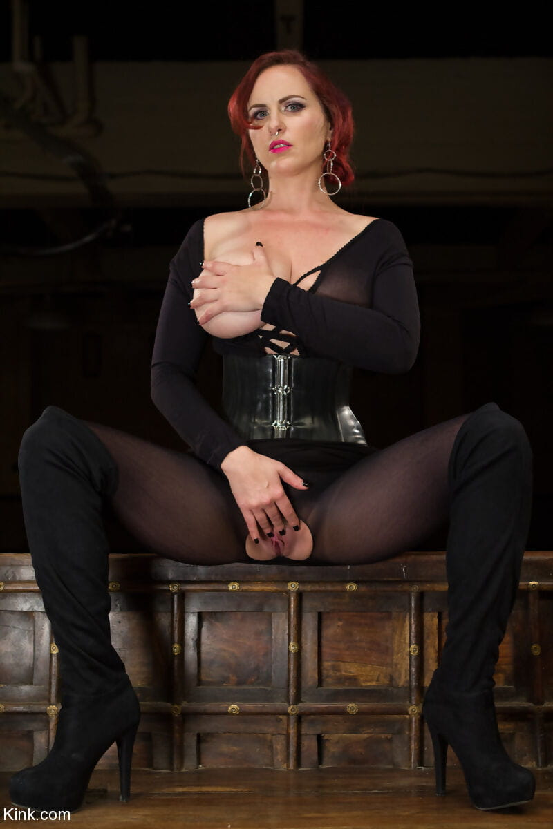 Red-haired mistress Mz Berlin with giant baps puts snatch on chunky 10-Pounder