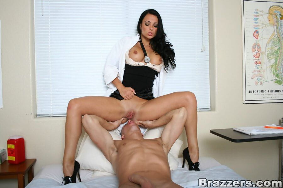 Sexually intrigued MILF in doctor uniform Victoria Sin bangs a well hung docile