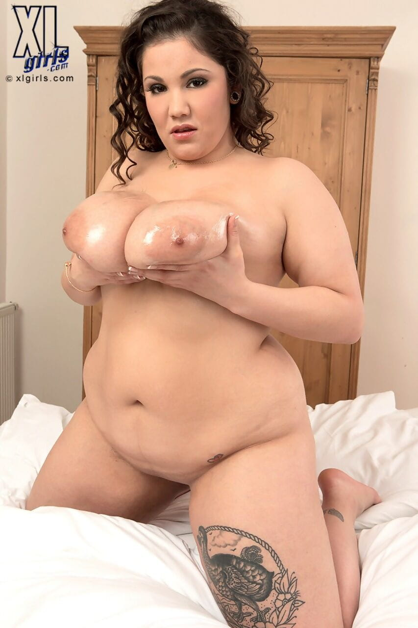 Marvelous BBW Beti Phellasio takes a load of inexperienced sperm on her appealing massive mambos
