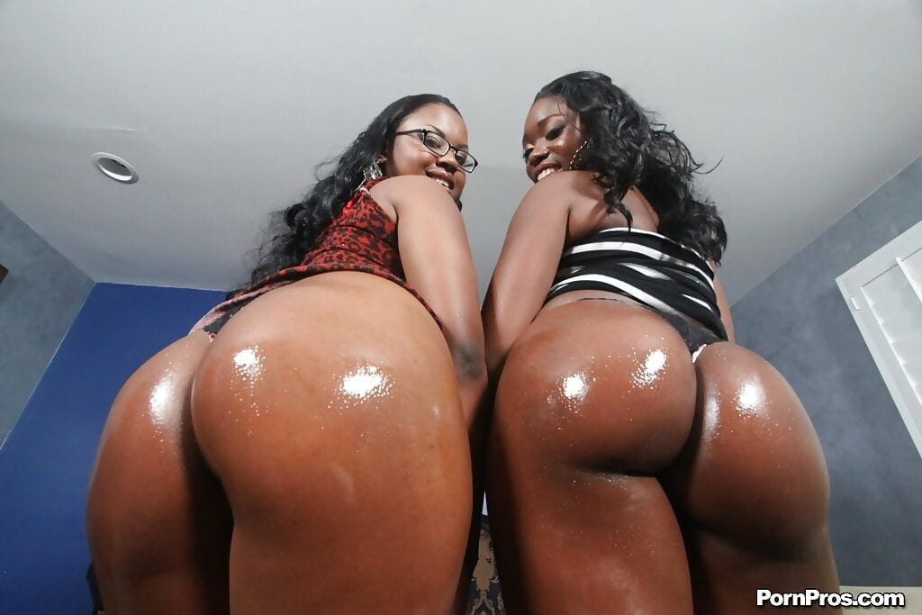Ebonies Ebon Star and Laylani are showing their oiled bootys