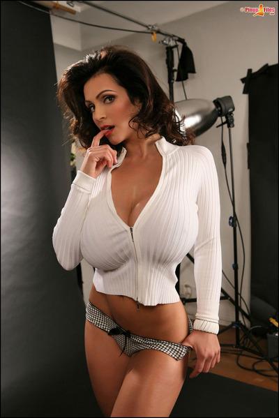 Cute brown hair cutie Denise Milani adores posing in underclothing