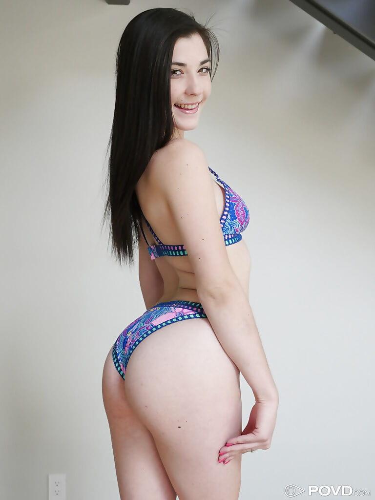 Damp youthful pornstar Jenna Reid releasing cool waste from bikini bottoms