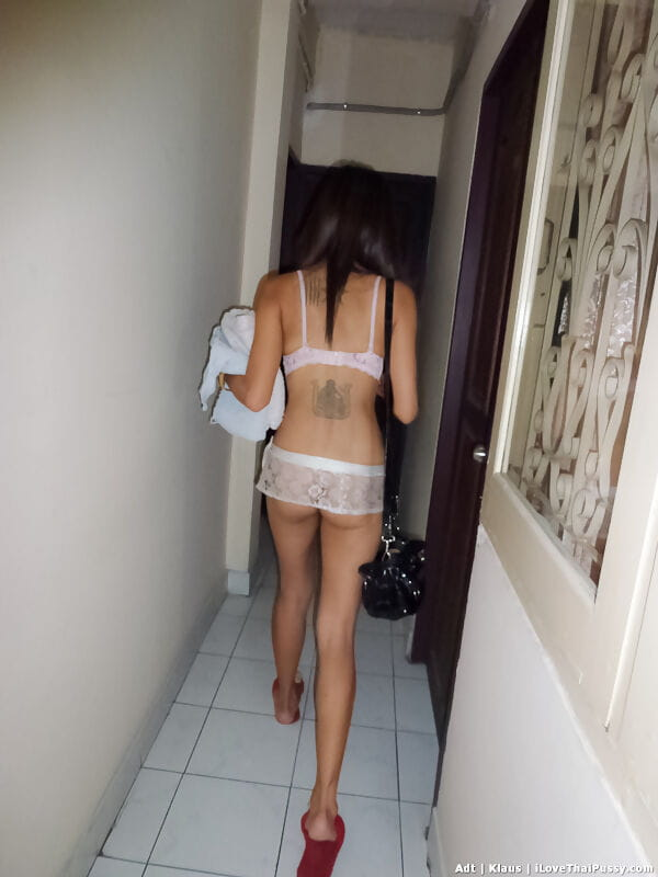 Thin Thai cutie bonks a sexual act tourist bareback style in motel room
