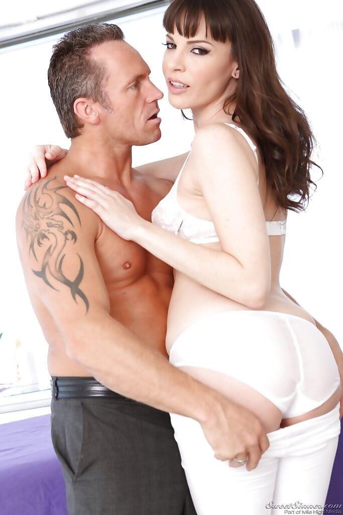 Stunning MILF Dana DeArmond attains her trimmed cum-hole screwed hardcore