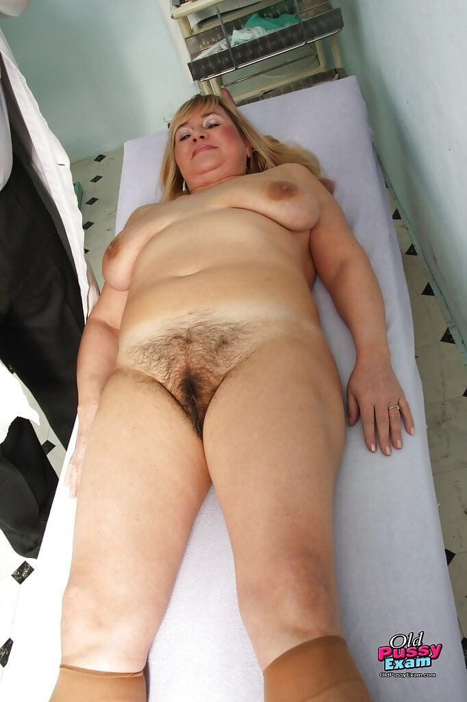Chunky calm visits the gyno & widens her unshaved bush for fur pie viewing
