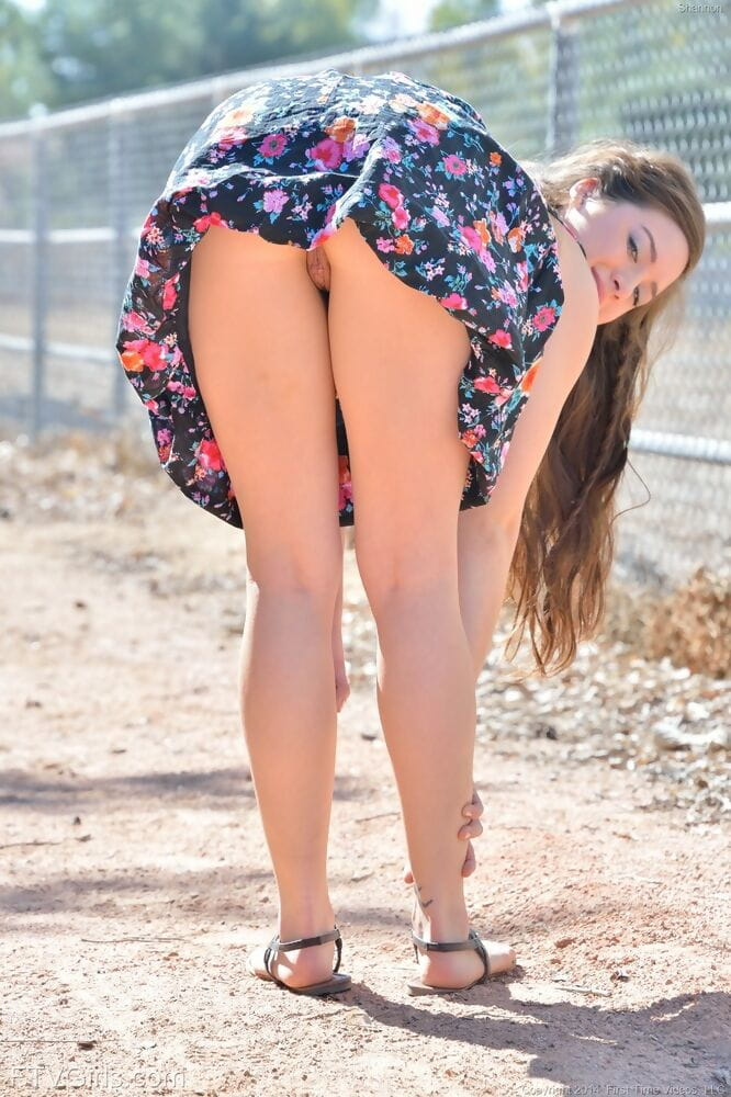 Teen youthful widens arse for undressed upskirt & toys cunt outdoors