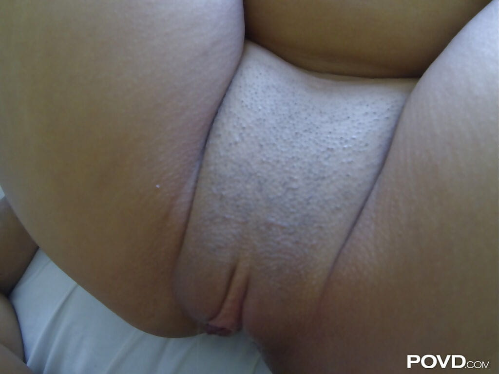 Smooth head slit of an Japanese cowgirl Lorraine Mack benefits from drilled hardcore