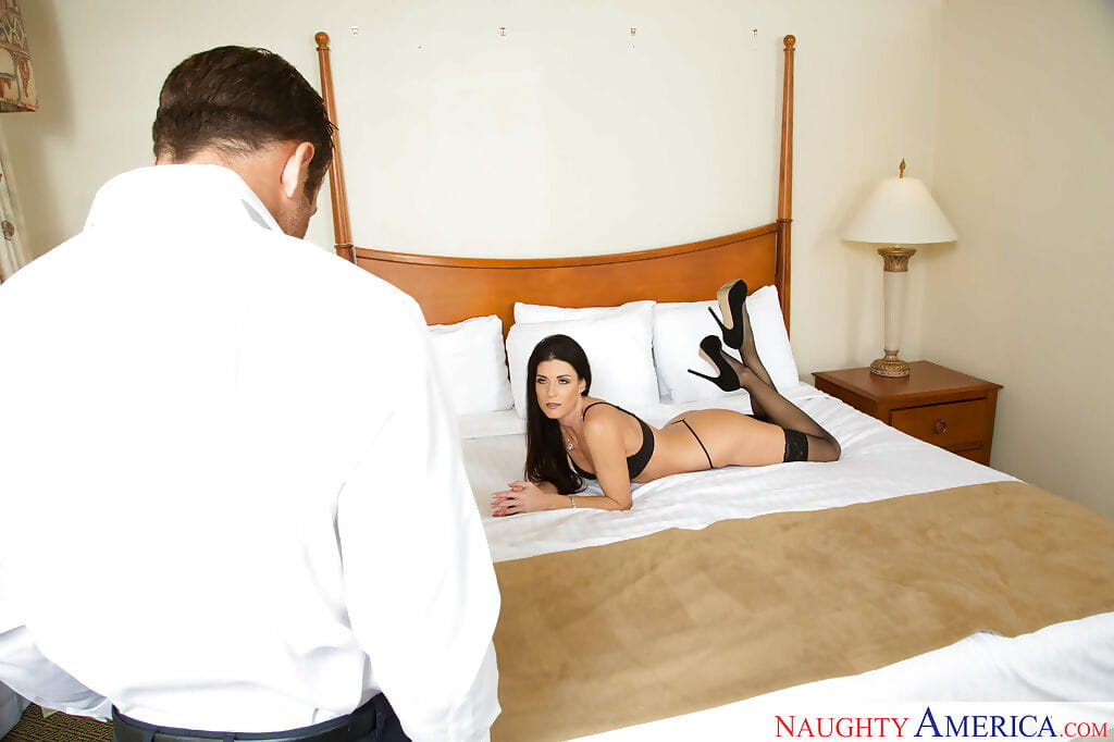 Charming cougar India Summer engaging a heavy knob in her face hole for facefucking