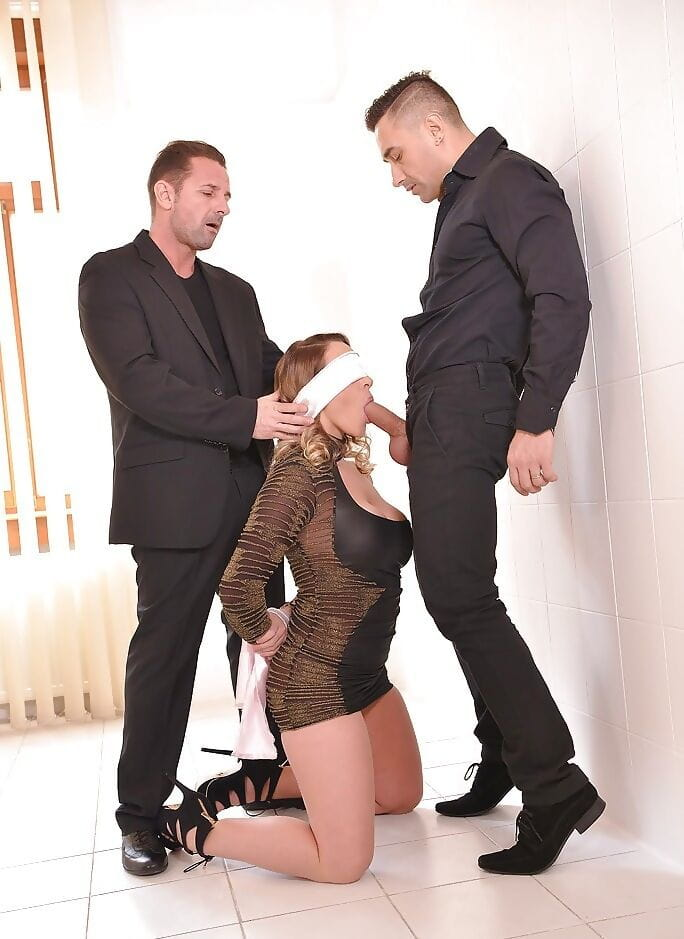 Blindfolded Euro hottie Victoria Summers giving BJ with hands attached by rope