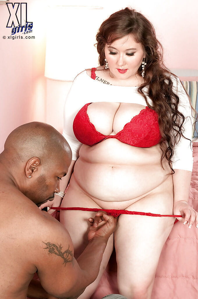 Excited bbw Lilli Blue attains her clammy twat licked in interracial deed