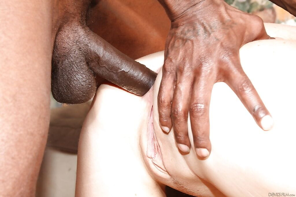 Wesley Pipes has Interracial groupsex with some swarthy stallions