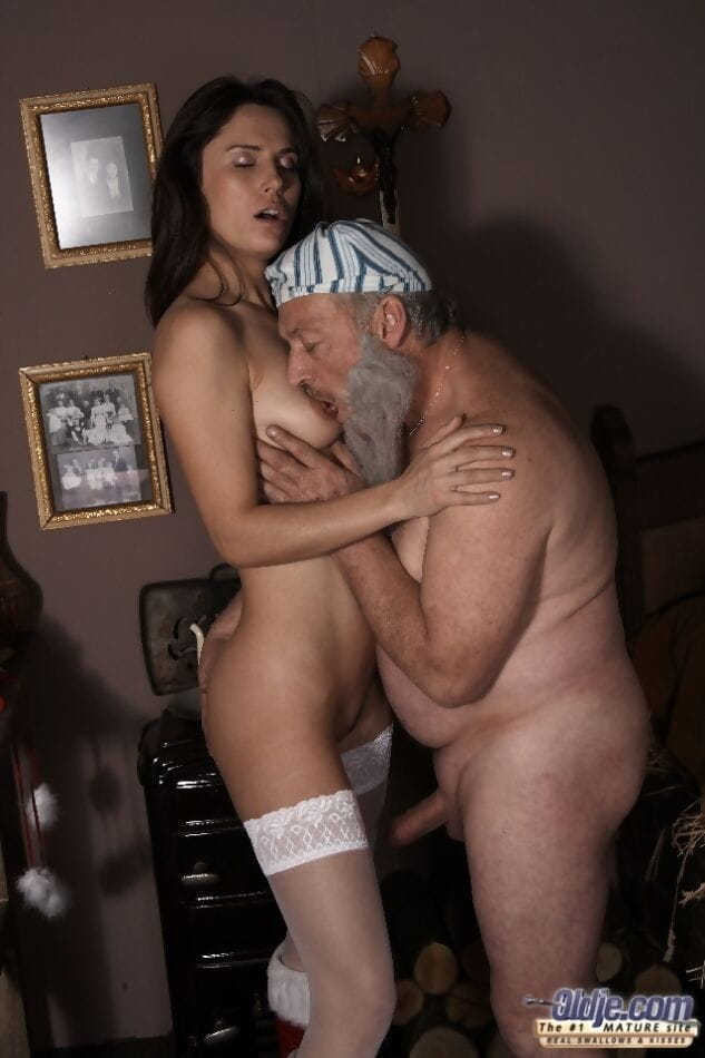 Freshman in red Santa boots gives her sugar patriarch sexual act for Christmas