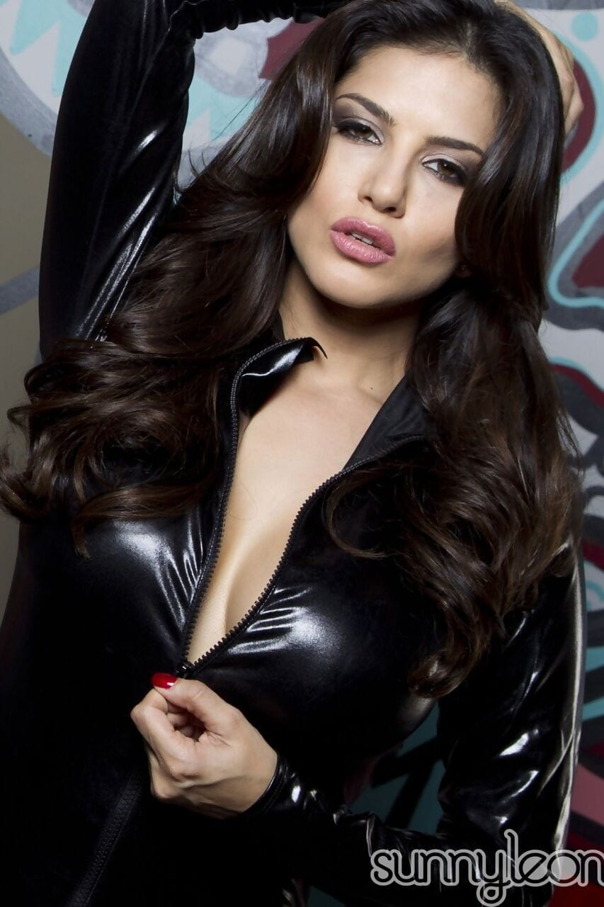 Stunning Charming Leone flings latex clothing reachable in stomach of graffiti wall