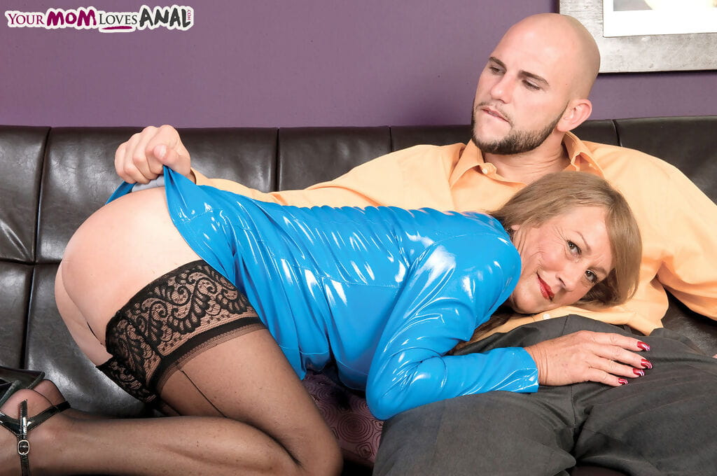Perspired ripened woman seduces a juvenile boi in blue latex and ebony