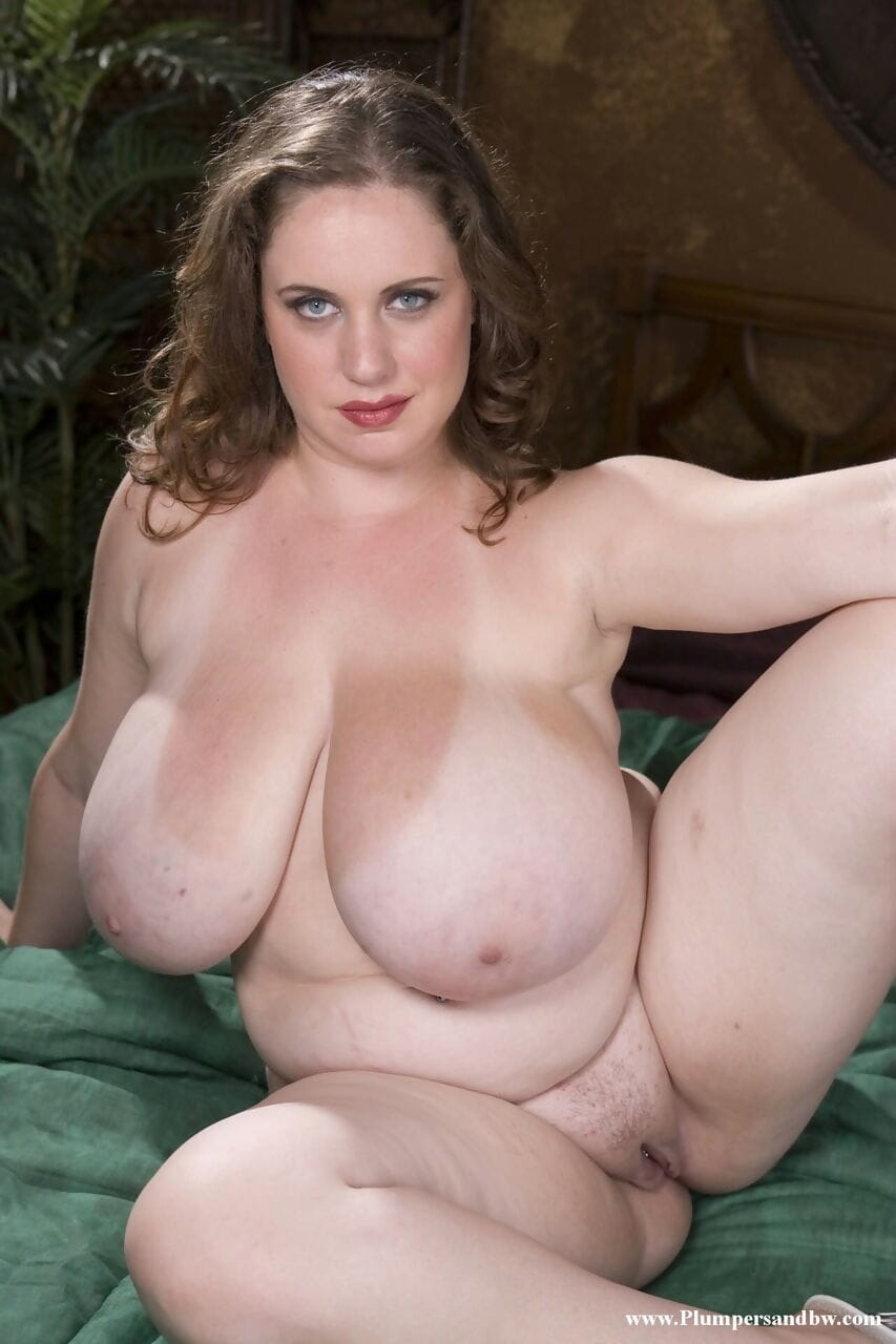 Chunky solo exhibit sets her weighty wobblers eject from brassiere as this chick acquires stripped