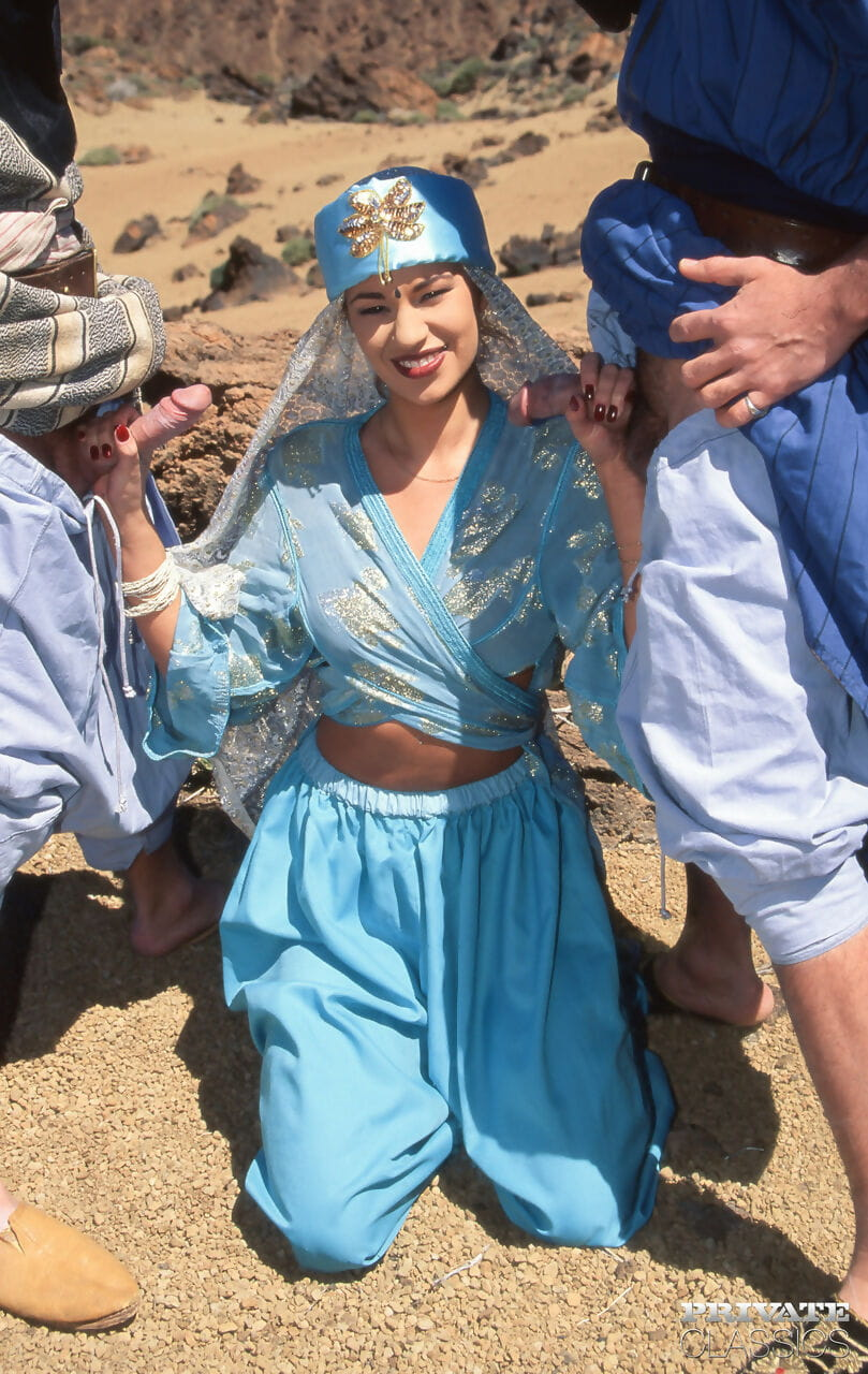 Caucasian female Julia Spain does a DP in the desert whereas in cosplay attire