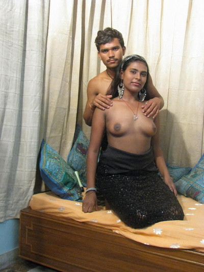 Indian courtesan sucks knob