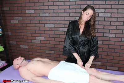 Mia gave her client a gratifying absolute hand job