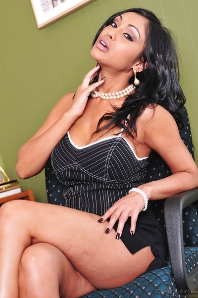 Rounded indian MILF Priya Rai striptease and expanding her legs
