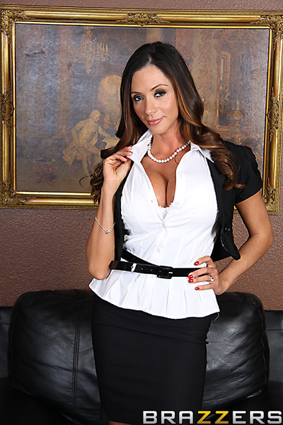 Ariella has a colossal date with The Lecher, but her plans are torpedoed by her boss, who desperately requires Ariella to translate for a business merger with Ramon. Slutty and opportunistic, Ariella uses the language barrier to maneuver Ramon admires ast