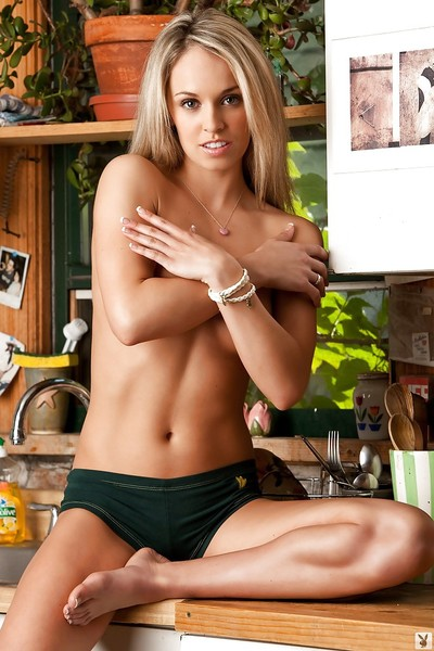 Nice-looking blondie with graceful body Layc Nichole accepts rid of her dom