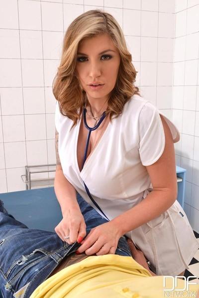 Curvy nurse yuffie yulan sucks a huge shlong at cultivate