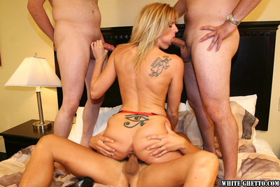 Mellow hotty Darryl Hannah has groupsex in her fishnet nylons