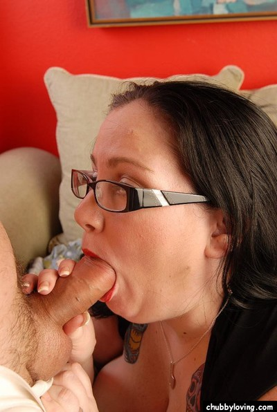 Glasses clothing BBW Glory-Foxxx on knees to take in penis and give titjob