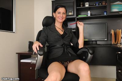 Office beauty kelly fresh masturbating stallions pride on her knees
