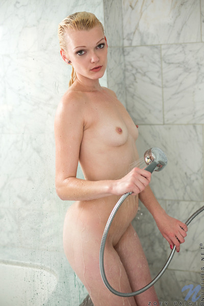 Amateur hotty zoey paige is dirty playing in the bath