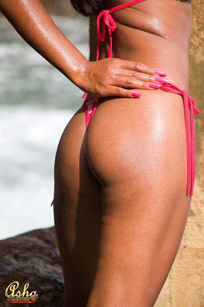 Appealing Asha Kumara widens her apple bottoms wild bikini apple bottoms at ocean