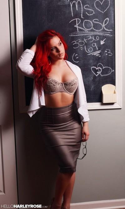 Redhead erotic dancing