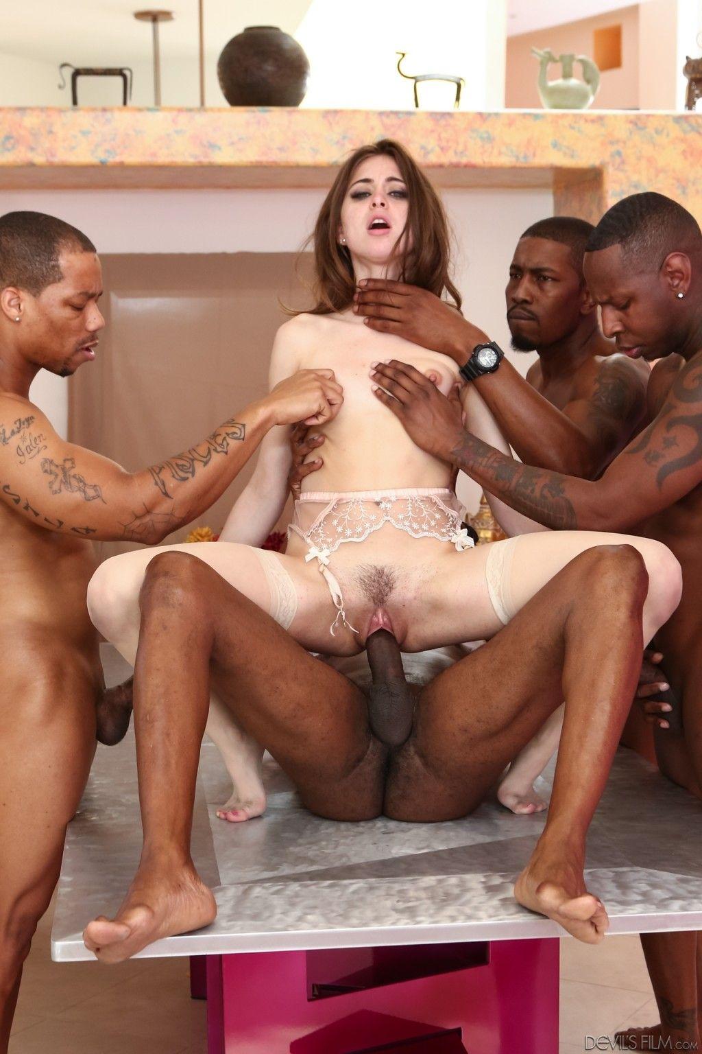 رايلي ريد في عرقي المجموعة سند في XXX الإباحية الهواة