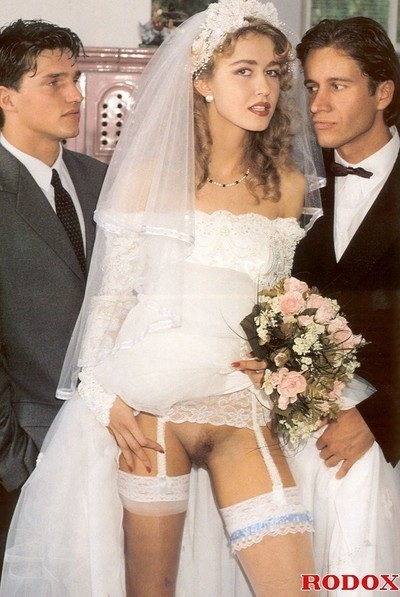 Wife dualistic screwed at wedding in retro porn view