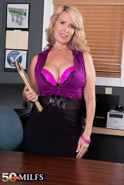 Hot mature laura layne gives the best customer veneration