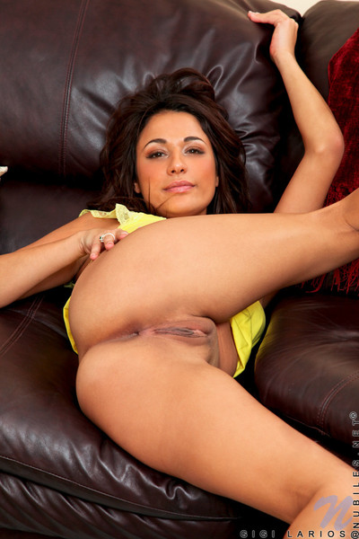 Horny latin hottie gigi larios pumps love-cage with her fingers