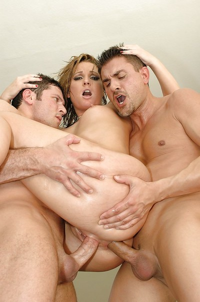 Flower Tucci enjoys hardcore double penetration act with hung lads