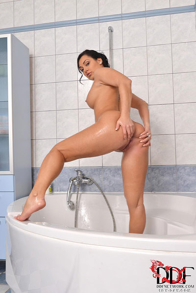 Brunette babe Rosalina Love wetting big natural woman passports and gentile in bathtub