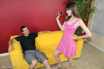 Teen Chloe gave her brother a tugjob for money