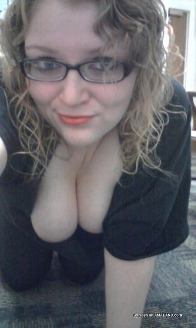 BBW displays her vast scoops and skinhead vagina on cam